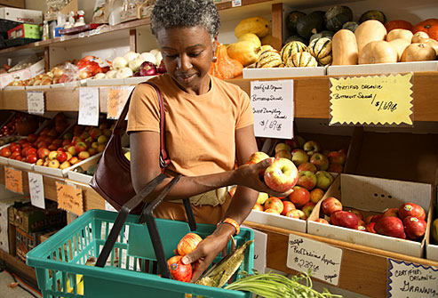 getty_rf_photo_of_mature_woman_shopping_for_organic_produce